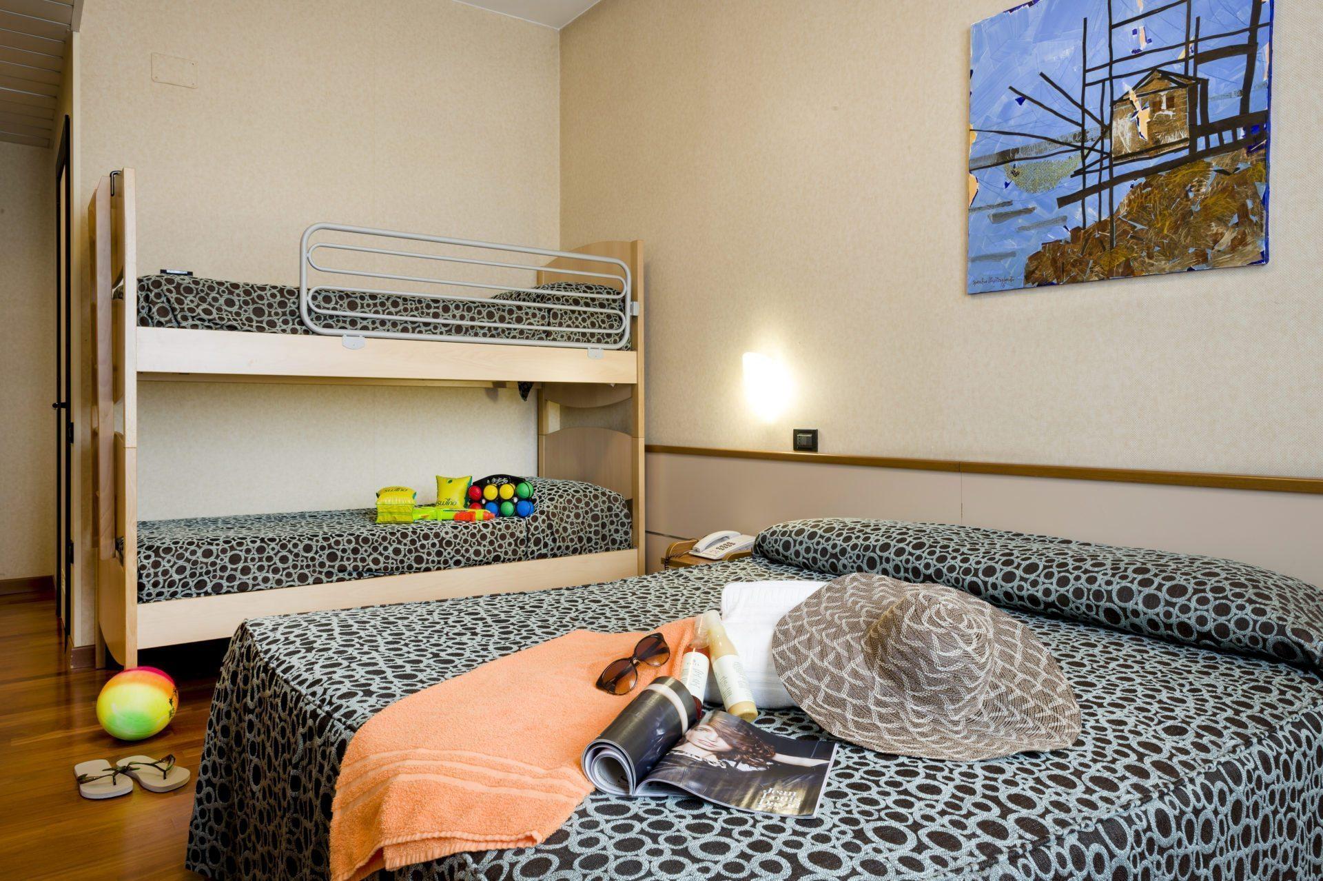 Camera quadrupla hotel dragonara for Piscina sambuceto