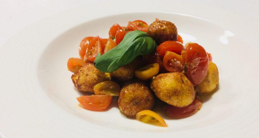 Il piatto Pallotte Cacio e Ovo servito nel nostro hotel ristorante, a Sambuceto in provincia di Chieti